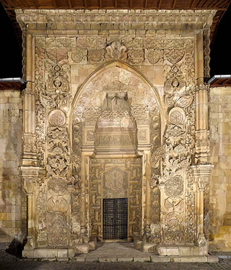 cami kapısı kıble
